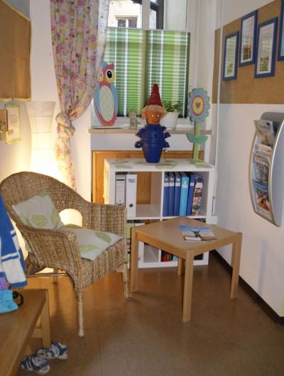 Die Leseecke im Eingangsbereich für die Eltern