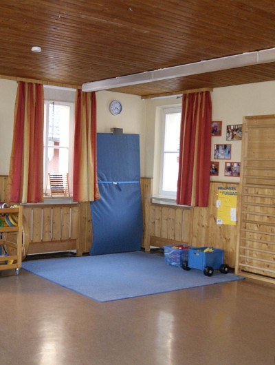 Der Turnraum bietet viel Platz zum gezielten Turnen und zum individuellen Arbeiten in Kleingruppen