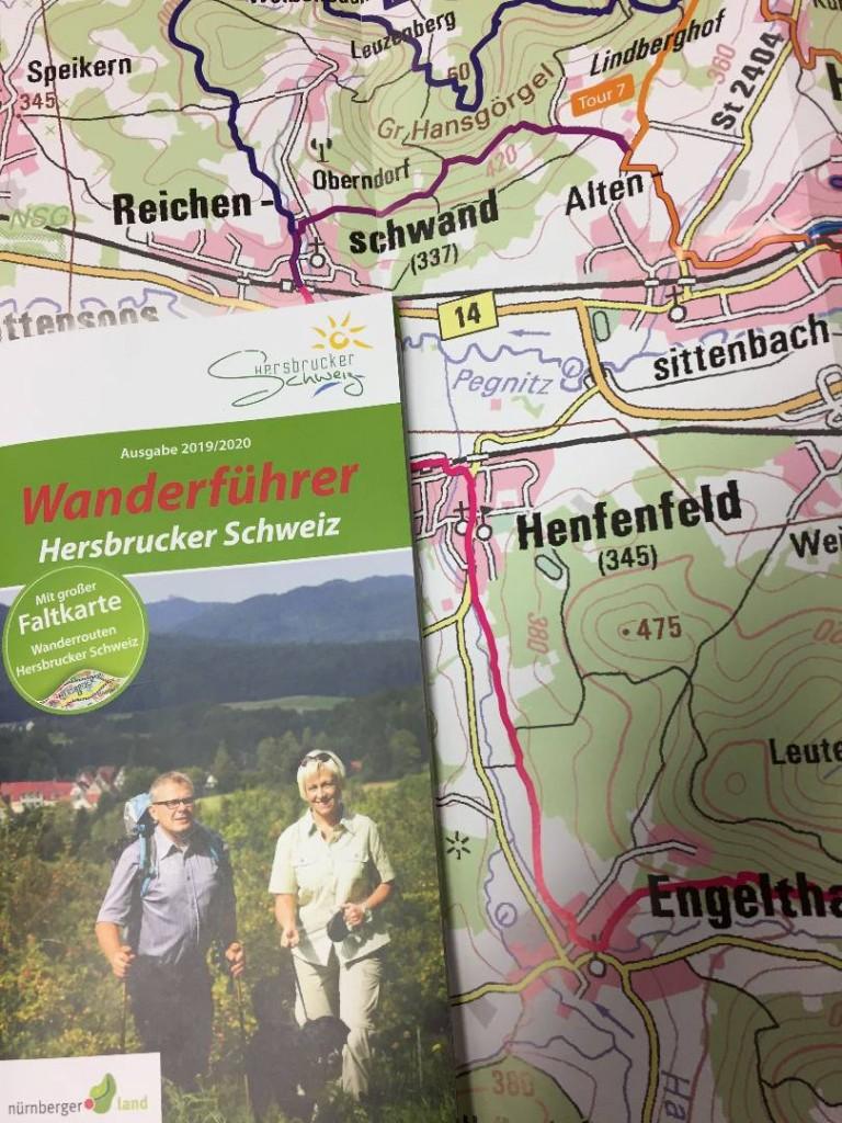 Wanderführer mit Karte