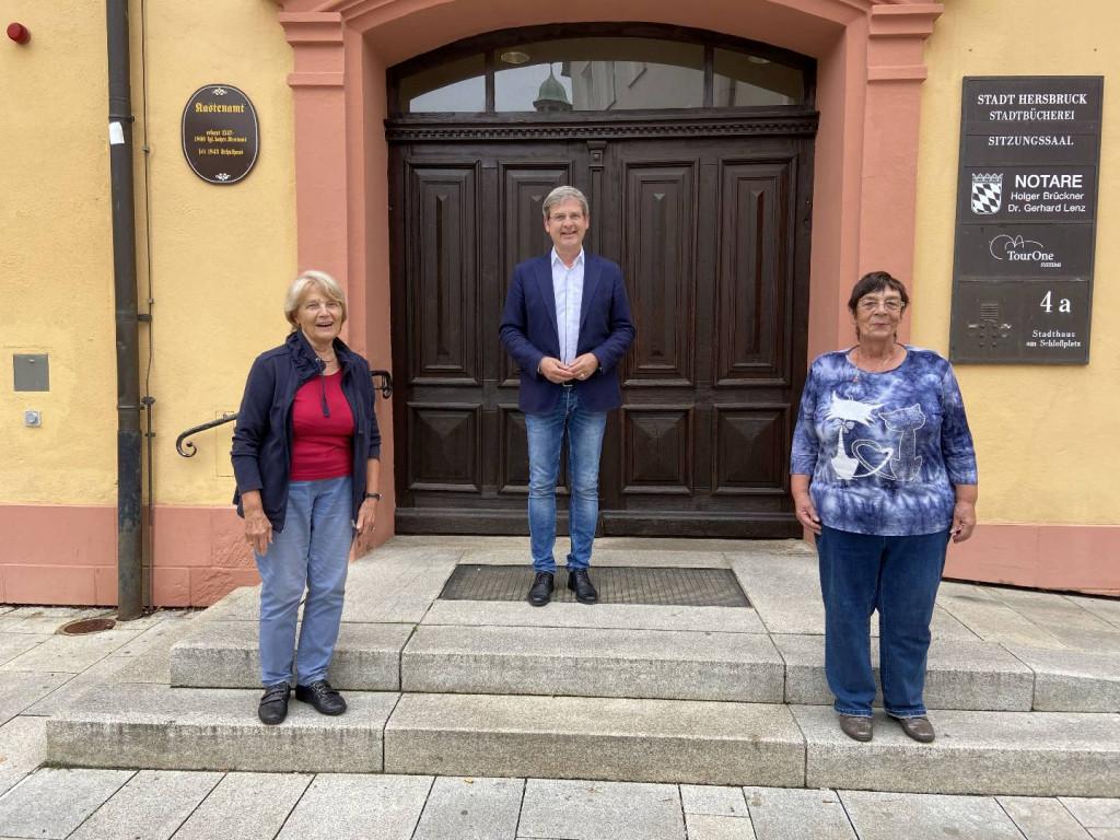v.l.n.r. Angela Henke, Erster Bürgermeister Robert Ilg, Marlies Wolter